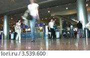 Купить «Пассажиры в аэропорту», видеоролик № 3539600, снято 5 июня 2010 г. (c) Losevsky Pavel / Фотобанк Лори