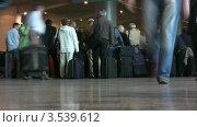 Купить «Пассажиры в аэропорту», видеоролик № 3539612, снято 2 июня 2009 г. (c) Losevsky Pavel / Фотобанк Лори