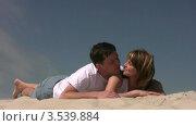 Купить «Супружеская пара лежит на песке», видеоролик № 3539884, снято 29 июня 2009 г. (c) Losevsky Pavel / Фотобанк Лори