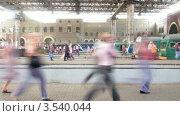 Купить «Люди на платформе вокзала, таймлапс», видеоролик № 3540044, снято 17 июня 2010 г. (c) Losevsky Pavel / Фотобанк Лори