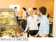 Купить «Коллеги на обеденном перерыве», фото № 3542552, снято 6 апреля 2012 г. (c) CandyBox Images / Фотобанк Лори