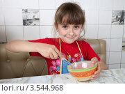 Купить «Маленькая девочка взбивает яйцо вилкой», фото № 3544968, снято 24 мая 2012 г. (c) Ольга Денисова / Фотобанк Лори