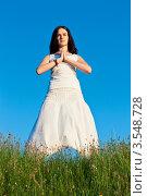Купить «Девушка занимается йогой», фото № 3548728, снято 20 мая 2012 г. (c) Инга Дудкина / Фотобанк Лори