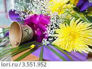 Купить «Колокольчик для последнего звонка», фото № 3551952, снято 25 мая 2012 г. (c) Ольга Денисова / Фотобанк Лори