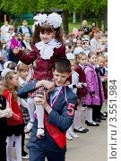 Купить «Последний звонок у выпускников школы», фото № 3551984, снято 25 мая 2012 г. (c) Ольга Денисова / Фотобанк Лори
