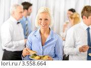 Купить «Симпатичная бизнес-леди на ланче», фото № 3558664, снято 15 апреля 2012 г. (c) CandyBox Images / Фотобанк Лори