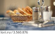 Купить «Сервировка стола», видеоролик № 3560876, снято 16 апреля 2009 г. (c) Losevsky Pavel / Фотобанк Лори