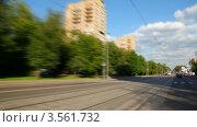 Купить «Машина едет по городским улицам летом, таймлапс», видеоролик № 3561732, снято 30 ноября 2009 г. (c) Losevsky Pavel / Фотобанк Лори