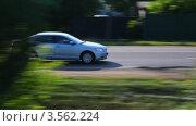 Купить «Машина едет по дороге летним днем», видеоролик № 3562224, снято 8 января 2010 г. (c) Losevsky Pavel / Фотобанк Лори