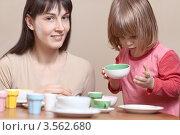 Купить «Мама играет с дочкой дома», фото № 3562680, снято 10 января 2011 г. (c) Станислав Фридкин / Фотобанк Лори