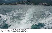 Купить «Вид из моторной лодки на курорт и море», видеоролик № 3563260, снято 25 января 2010 г. (c) Losevsky Pavel / Фотобанк Лори