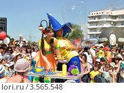 Парад мыльных пузырей в Омске (2012 год). Редакционное фото, фотограф Валерий Семикин / Фотобанк Лори