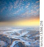 Вид сверху на заснеженный зимний лес в канун Рождества. Стоковое фото, фотограф Владимир Мельников / Фотобанк Лори