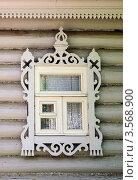 Купить «Резное окно в Вологде», фото № 3568900, снято 5 июня 2012 г. (c) Ирина Балина / Фотобанк Лори