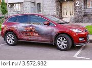 Купить «Кроссовер Мазда с аэрографией припаркован во дворе жилого дома», фото № 3572932, снято 20 мая 2012 г. (c) Павел Кричевцов / Фотобанк Лори