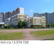Купить «Школа № 1925, район Новокосино, Москва», эксклюзивное фото № 3574728, снято 5 июня 2012 г. (c) lana1501 / Фотобанк Лори