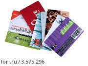 Купить «Дисконтные карты изолировано на белом фоне», фото № 3575296, снято 8 июня 2012 г. (c) Анна Зеленская / Фотобанк Лори