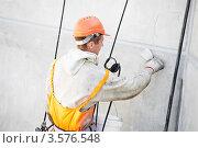 Купить «Штукатур за работой», фото № 3576548, снято 22 мая 2012 г. (c) Дмитрий Калиновский / Фотобанк Лори
