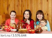 Купить «Чаепитие на масленицу», фото № 3576644, снято 26 февраля 2012 г. (c) Яков Филимонов / Фотобанк Лори