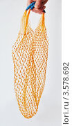 Купить «Рука держит пустую авоську», фото № 3578692, снято 1 апреля 2020 г. (c) Севостьянова Татьяна / Фотобанк Лори