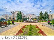 Купить «Сквер, фонтан и здание железнодорожного вокзала. Гомель», фото № 3582380, снято 31 мая 2012 г. (c) Parmenov Pavel / Фотобанк Лори