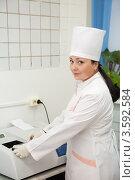Купить «Врач, работающий с биохимическим анализатором», фото № 3592584, снято 5 декабря 2011 г. (c) Яков Филимонов / Фотобанк Лори