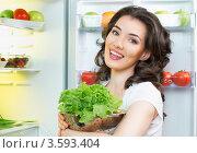 Девушка с овощами у холодильника. Стоковое фото, фотограф Константин Юганов / Фотобанк Лори