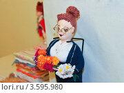 Вязаная кукла, рукоделие (2012 год). Редакционное фото, фотограф Фотиев Михаил / Фотобанк Лори