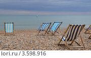 Купить «Пустынный пляж в Брайтоне», фото № 3598916, снято 4 июня 2012 г. (c) Юлия Бобровских / Фотобанк Лори