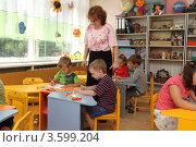 Купить «Детский сад, дети на уроке рисования», эксклюзивное фото № 3599204, снято 3 августа 2011 г. (c) Дмитрий Неумоин / Фотобанк Лори
