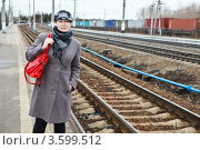 Купить «Девушка на перроне вокзала», фото № 3599512, снято 22 апреля 2012 г. (c) Кекяляйнен Андрей / Фотобанк Лори