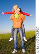 Купить «Счастливая молодая пара на лугу», фото № 3605924, снято 9 ноября 2008 г. (c) Эдуард Стельмах / Фотобанк Лори