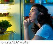 Купить «Девушка возле холодильника с едой», фото № 3614848, снято 12 июня 2012 г. (c) Константин Юганов / Фотобанк Лори