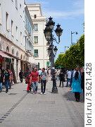 Купить «Тунисцы прохожие на улицах города Тунис», фото № 3621428, снято 5 мая 2012 г. (c) Кекяляйнен Андрей / Фотобанк Лори