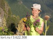 Купить «Женщина собирает лечебные  травы», фото № 3622308, снято 19 июля 2011 г. (c) Яков Филимонов / Фотобанк Лори