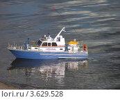 Игрушечный полицейский кораблик. Стоковое фото, фотограф Виктор Полищук / Фотобанк Лори