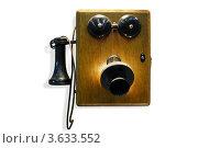 Купить «Старый настенный телефон с деревянным корпусом», фото № 3633552, снято 18 ноября 2010 г. (c) Losevsky Pavel / Фотобанк Лори
