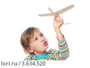 Купить «Девочка играет с самолетиком», фото № 3634520, снято 27 мая 2010 г. (c) Losevsky Pavel / Фотобанк Лори