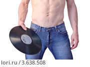 Купить «Мужчина в джинсах держит в руках грампластинку», фото № 3638508, снято 26 апреля 2019 г. (c) Илюхина Наталья / Фотобанк Лори