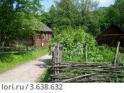 Купить «Деревня. Старый сельский дом», фото № 3638632, снято 11 июня 2012 г. (c) Татьяна Юни / Фотобанк Лори