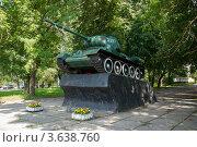 Купить «Танк Т-34. Памятник Великой отечественной войны в городе Рославле», фото № 3638760, снято 9 июля 2011 г. (c) Олег Тыщенко / Фотобанк Лори
