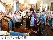 Купить «Балашиха, храм в Павлино. Момент праздничной литургии», эксклюзивное фото № 3645488, снято 1 июля 2012 г. (c) Дмитрий Неумоин / Фотобанк Лори