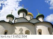 Суздаль, купола церкви на фоне голубого неба с облаками (2012 год). Редакционное фото, фотограф Вячеслав Аверин / Фотобанк Лори