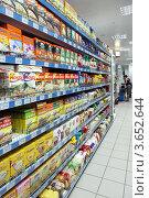 Купить «Отдел с крупами в супермаркете», эксклюзивное фото № 3652644, снято 6 июля 2012 г. (c) Татьяна Белова / Фотобанк Лори