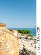 Купить «Глиняные вазы на морском фоне», фото № 3659020, снято 29 апреля 2012 г. (c) Солнечный фотограф / Фотобанк Лори