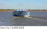 Купить «Пассажирский теплоход идет по реке», видеоролик № 3659824, снято 26 июня 2012 г. (c) Михаил Коханчиков / Фотобанк Лори