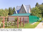 Купить «Дачный дом», эксклюзивное фото № 3662092, снято 21 июня 2012 г. (c) Алёшина Оксана / Фотобанк Лори