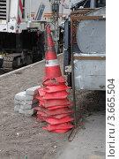 Купить «Дорожные полосатые конусы», фото № 3665504, снято 12 июля 2012 г. (c) Илюхина Наталья / Фотобанк Лори