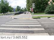 Купить «Пешеходный переход», фото № 3665552, снято 13 июля 2012 г. (c) Илюхина Наталья / Фотобанк Лори