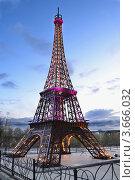 Макет Эйфелевой башни в Перми, фото № 3666032, снято 30 апреля 2012 г. (c) Мария Кобылина / Фотобанк Лори
